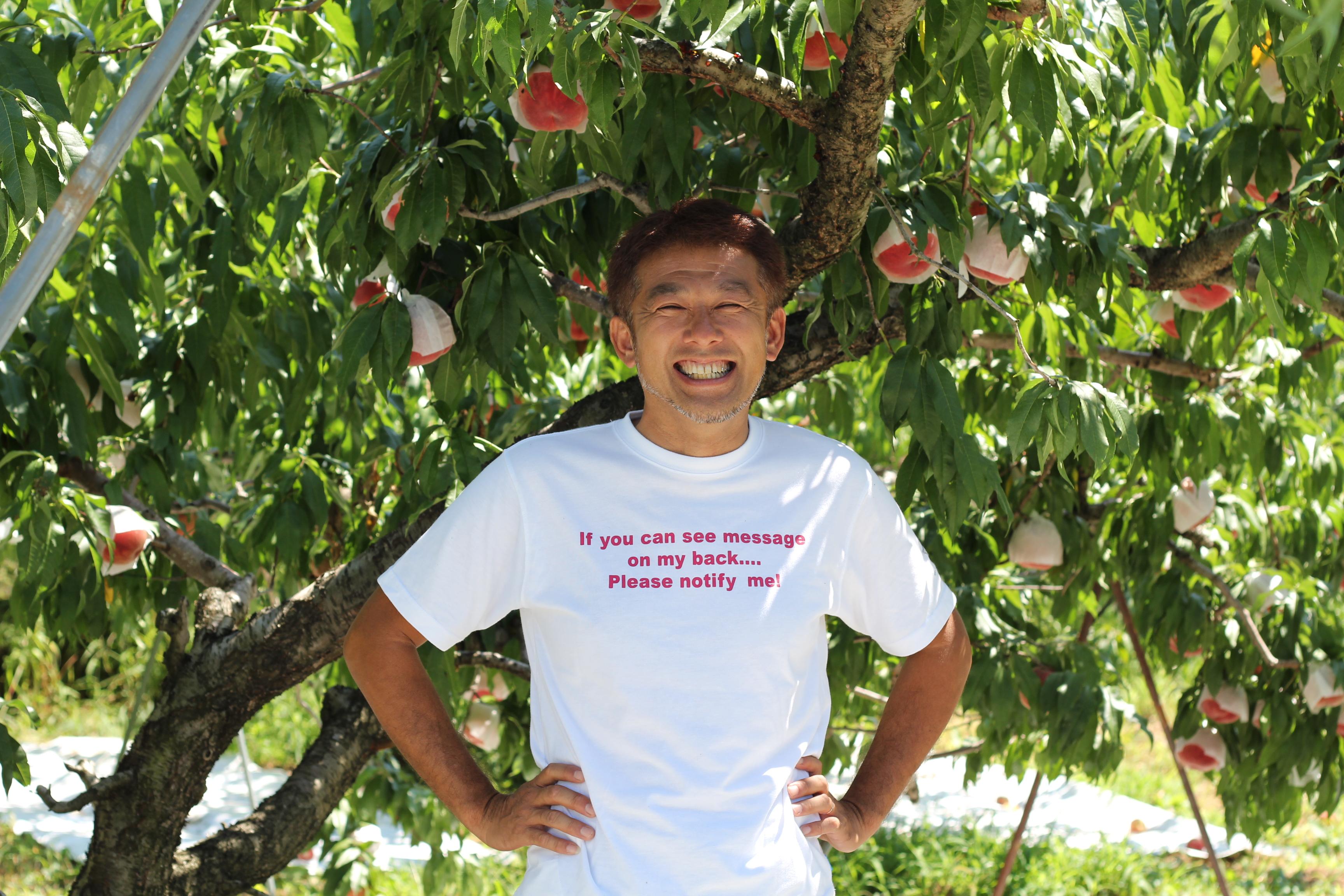 桃の樹と生産者