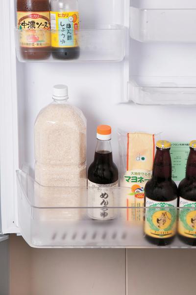 冷蔵庫で保存するのがおすすめ。500mlのペットボトルの容量は、ちょうど米3合分。1.5Lで9合、2Lで12合です。