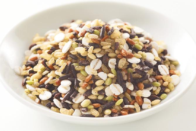 穀物満彩(穀物ブレンド)の色とりどりの粒