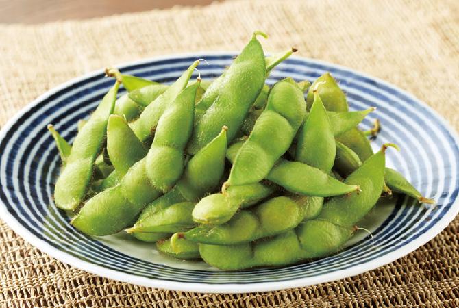 山形県の庄内地方の在来種「だだちゃ豆」は、庄内地方の人々が良い味のものを選抜しタネを採り続けて今に伝わるおいしい枝豆。タネにはそれぞれ長い長ーい時をわたってきた物語があります。