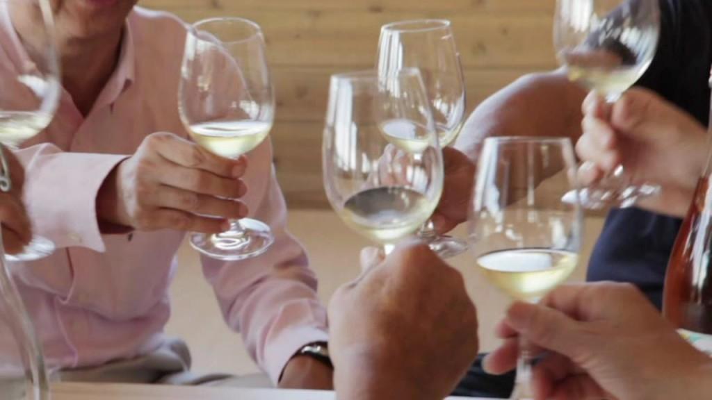 会津の自然が育むワインはどのようなものになるのか、楽しみです。ワイン作りには新潟のワイナリー「レスカルゴ」阿部宗毅さんのサポートを受けます。
