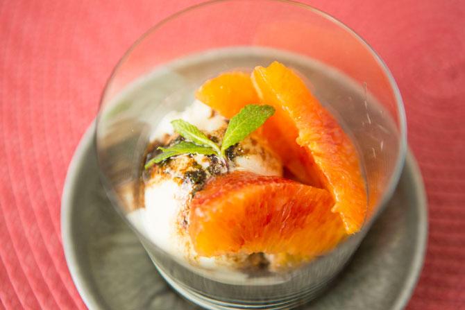 バニラのアイスクリーム オレンジバルサミコミントソース