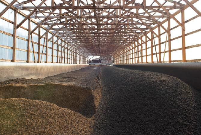 ふんを集めて作る堆肥は、久保勇さんもメンバーのライスネット仙台の米作りに利用されます