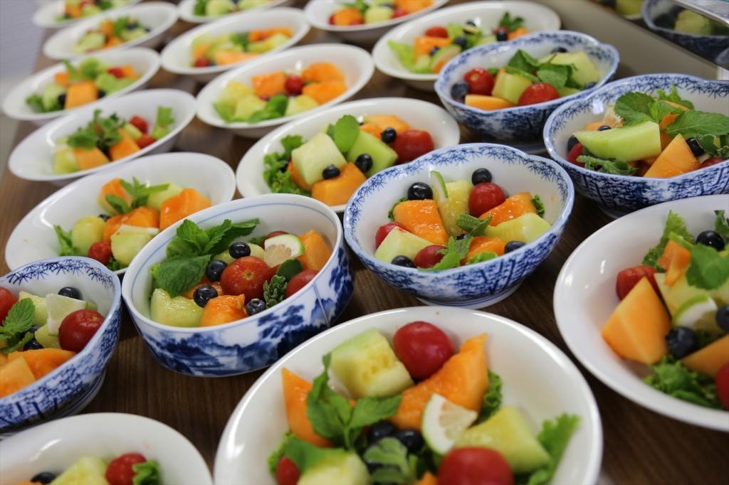 子ども料理教室のサラダ