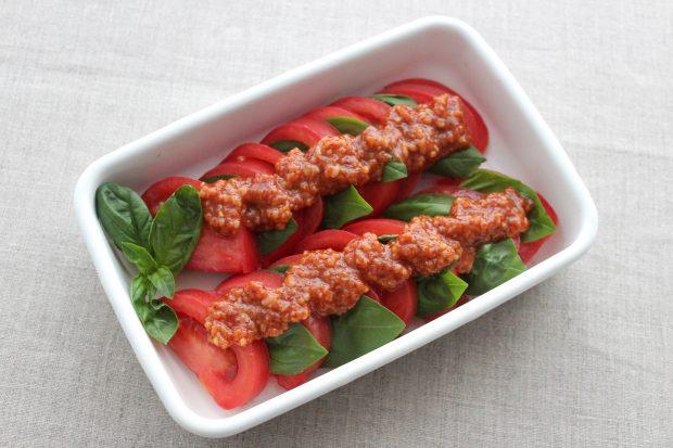 トマトとバジルのチリ塩麹ダレ