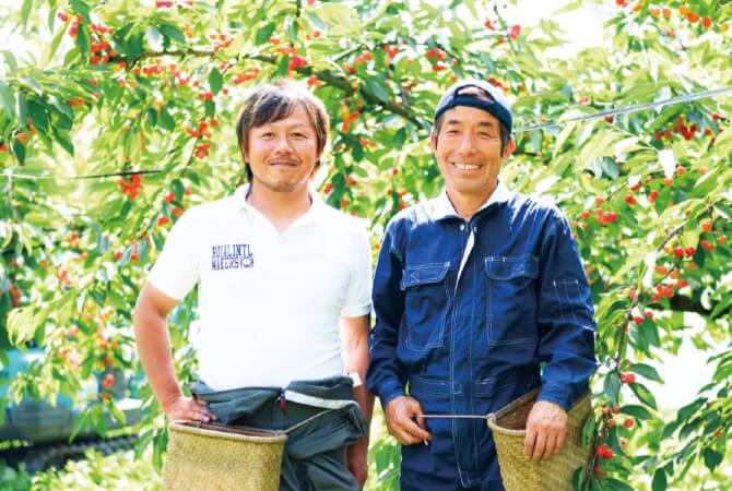 奥山博さん(右)と、息子さんの博文さん