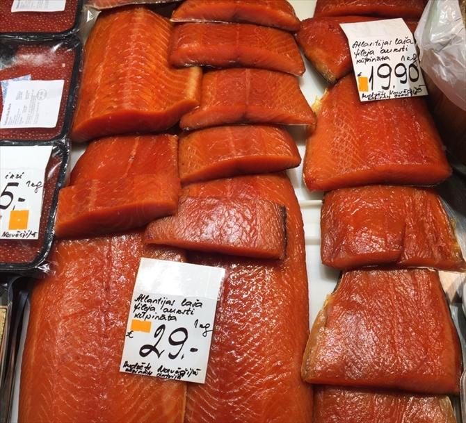 ラトビアの魚の燻製