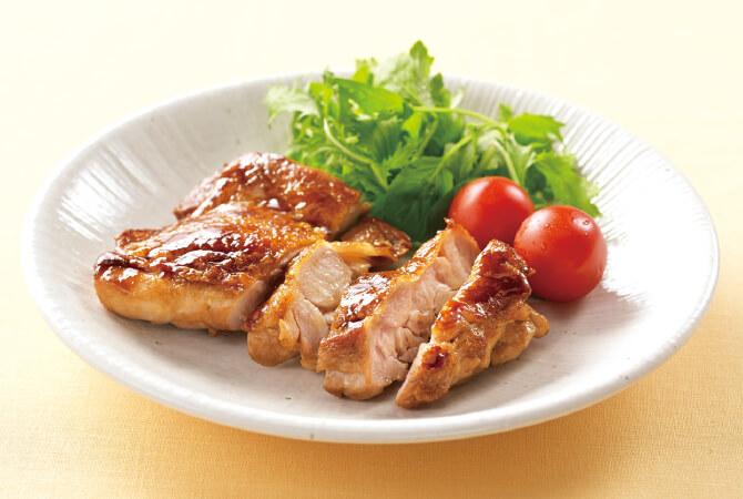 ゆっくり、じっくり育てた自慢の鶏モモ肉。プリッと弾力があり、ジューシーな鶏モモ肉(まほろば)