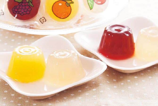 国産果汁のゼリーがたっぷり。定番のロングセラー商品です
