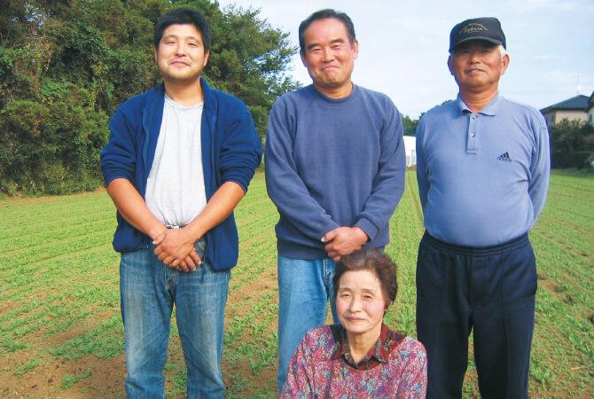 つくば中根グループの井坂光男さん(後列中央)、矢口庄一さん(後列右)