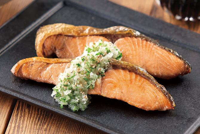 鮭の香味おろし(大葉などの細切り野菜と大根おろしをかけてさっぱりと)