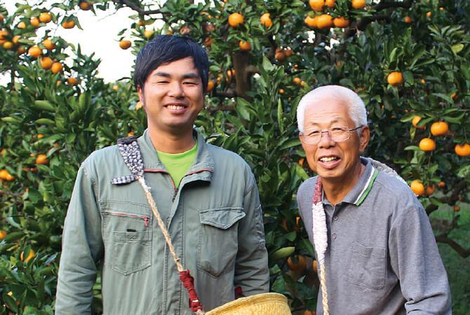 川端敬グループの川端敬さん(右)と息子の宏幸さん