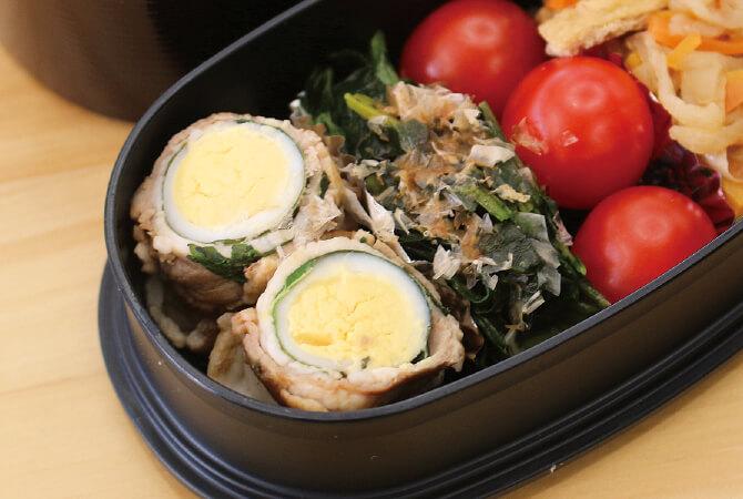 松本が持参したお弁当。牛肉で巻く前にうずらの卵を大葉で包むとさわやかな香りも相まって◎。ミニトマトを入れると丸い形がそろってかわいらしく