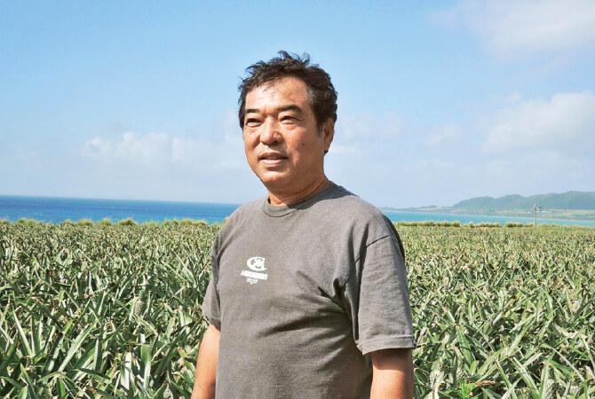 パイナップルは栽培期間が2年と長く、一株からたった一玉しかとれない貴重な果実。「真南風の会」の平安名貞市さんは1980年代、それまで加工用のみだったパイナップル栽培と決別し、生果用栽培に挑戦。