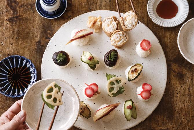 きゅうりにねり梅、ズッキーニにアンチョビ、しいたけに木の芽など、トッピングも楽しい野菜寿司。次はどんな味かなと一周二周……何周もお箸がすすみます。