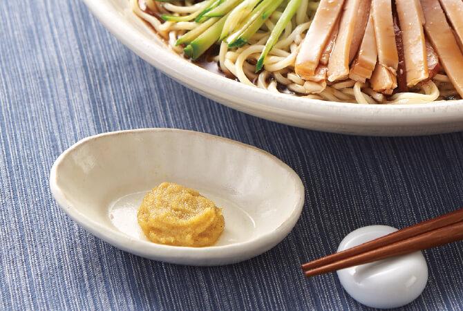 ツーンとくる辛さでいつもの冷やし中華がより美味に。お好みでつゆに溶いても麺にのせても♪