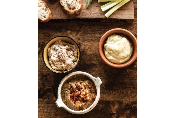 写真右「豆乳マヨネーズ」と、それをベースにした「ハムのディップ」が左。下は中東のフムスをアレンジして、ミックスビーンズで作ったディップ。野菜もディップも勢い良く減る、飽きない味わいです。