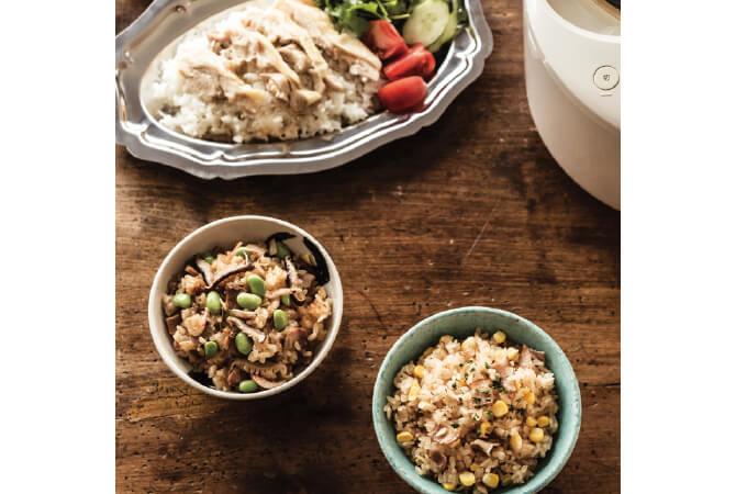 写真上からアジアの屋台料理、海南鶏飯(かいなんけいはん)、枝豆入り中華おこわ、コーン&ベーコンごはん。いずれも炊飯器で作れます。