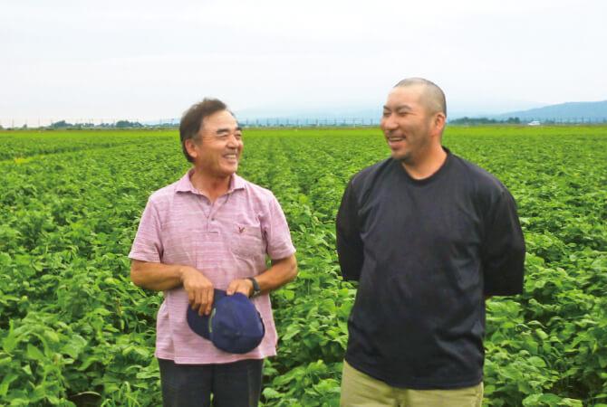 だだちゃ豆生産者の相馬一廣さんと同じ生産者グループの近藤糸広さん