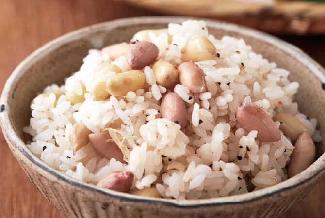 もち米と落花生のおこわ