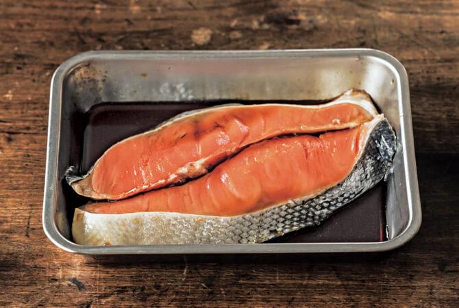 醤油に浸け込んだ鮭
