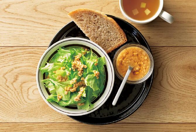 ひきわり納豆の和風ドレッシングとサラダ