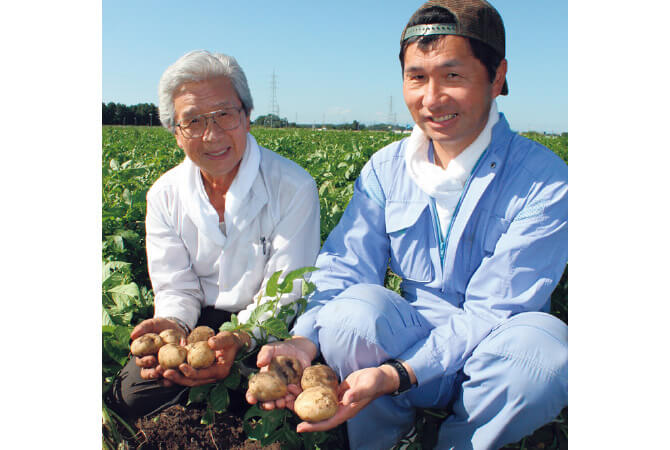 金井正(左)さんと金井修一(右)さん
