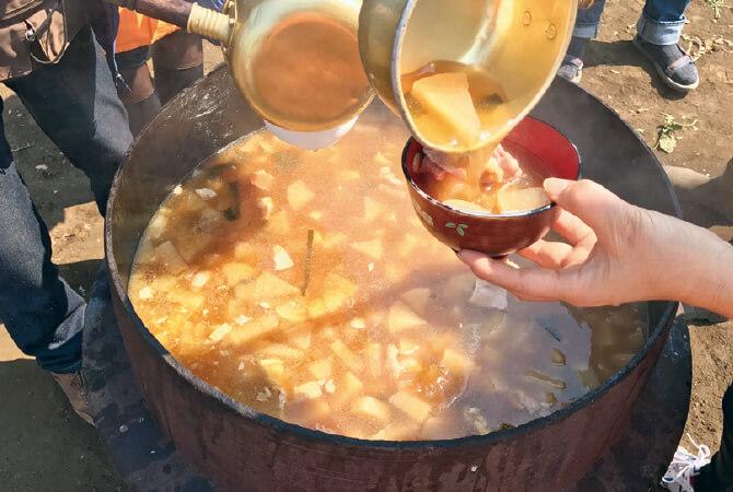 「春の三浦・大根収穫祭」の大鍋いっぱいの大根汁
