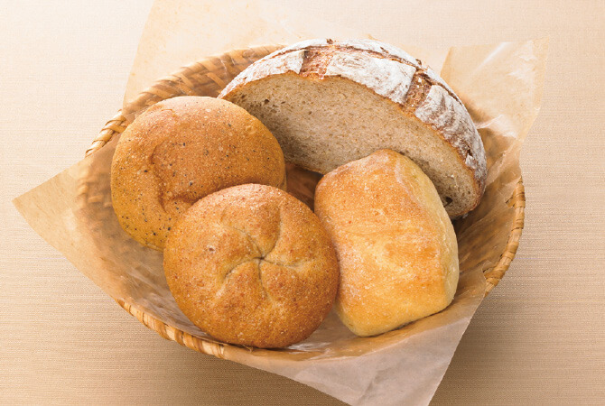 今週はザクセン。パン屋さんの「得意の一品」も入ったお楽しみパンセット。