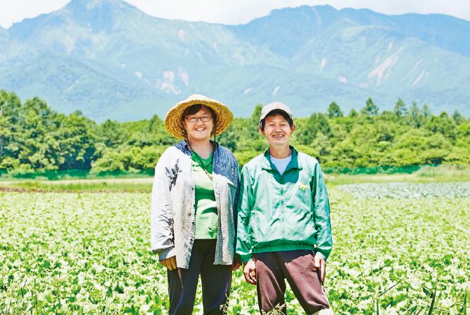 キャベツ、レタスの生産者 青野勝さん(右)・美紀さん(長野県南牧村)