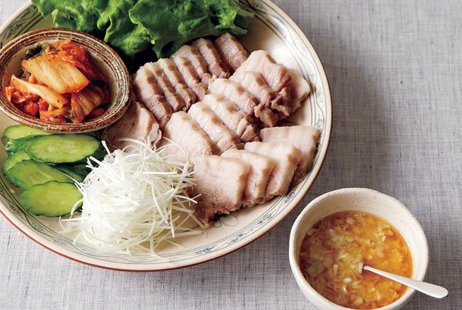 ゆで豚の野菜巻きと塩麹ダレ