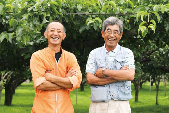 斎藤さん・阿部さんの梨(幸水)の生産者、福島県福島市 新萌会 斎藤宏通さん(左)と阿部和行さん(右)