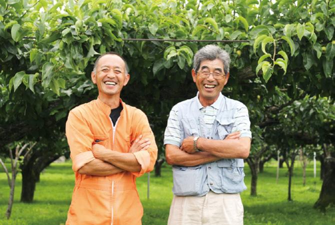 斎藤さん・阿部さんの梨(豊水)の生産者、福島県福島市新萌会 斎藤宏通さん(左)阿部和行さん(右)