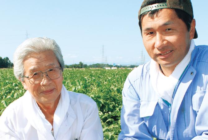 北海道のキタアカリ(じゃがいも)生産者、北海道江別市 金井修一さん(右)と正さん(左)