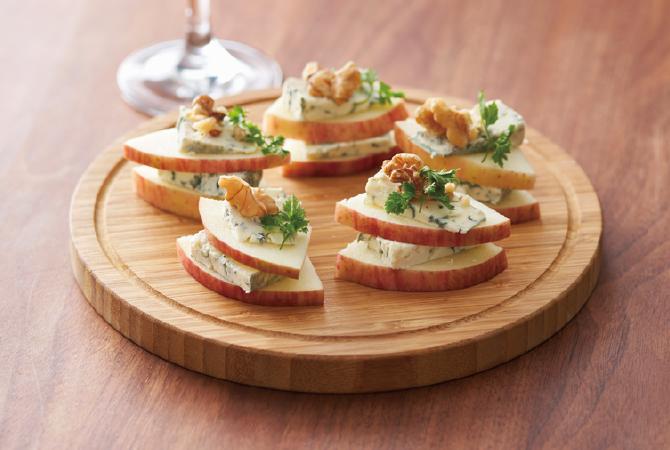 スライスして、お好みのチーズをのせるだけで、ワインのおつまみにも!