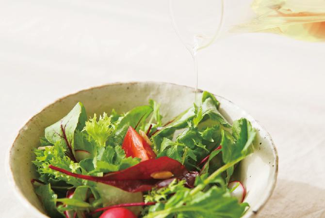 生しぼり椿油の使用例(サラダ)
