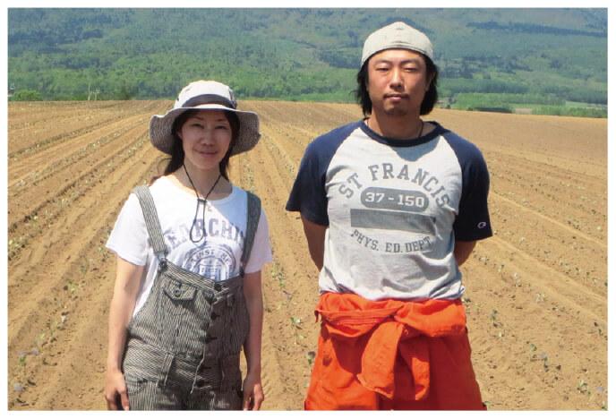 北海道のブロッコリー生産者、ベジタブルワークス佐々木伸さん(右)とおつれあいの千亜希さん