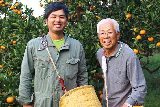 温州みかんの生産者、和歌山県下津町 川端 敬グループ 川端 敬さん(右)と息子の宏幸さん