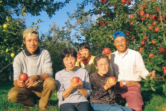 王林(りんご)の生産者、熊谷さんご家族