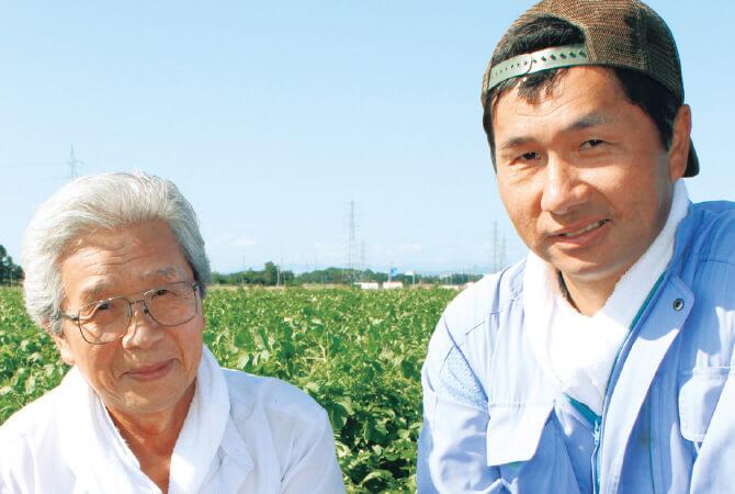 北海道のキタアカリ(じゃがいも)生産者、北海道江別市 金井 修一さん(右)と正さん(左)