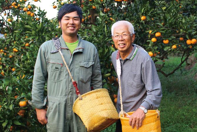 はっさく 生産者、和歌山県海南市 川端敬グループ 川端 宏幸さん(左)