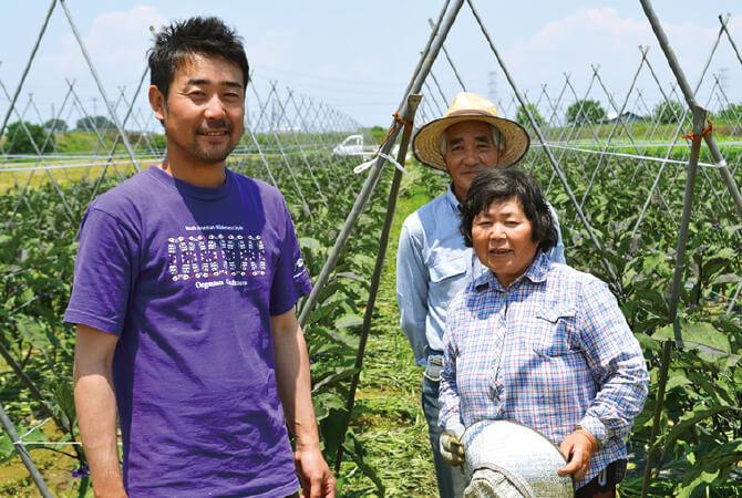 葉付人参生産者、柳田孝雄さん・さちこさんご夫妻(右)