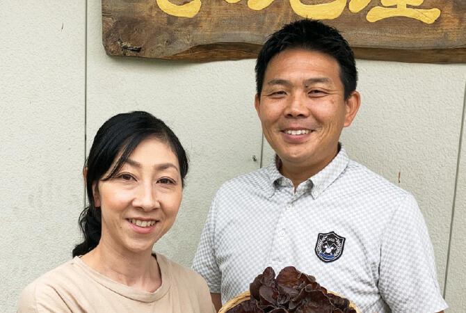 有機生きくらげ生産者、長崎県平戸市 きのこ屋 大村謙吾さん・小巻さん